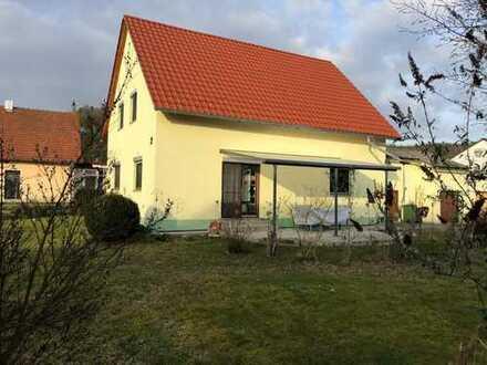 Charmantes Häuschen in sehr ruhiger Lage von Frengkofen mit potentiellem Bauplatz im Garten
