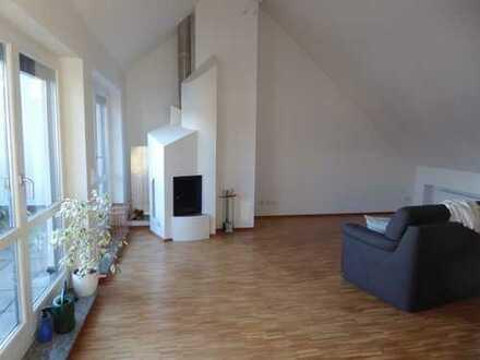 Exklusive 3-Zimmer-Dachgeschosswohnung, ca. 80 qm, im Herzen von Gröbenzell, teilmöbliert