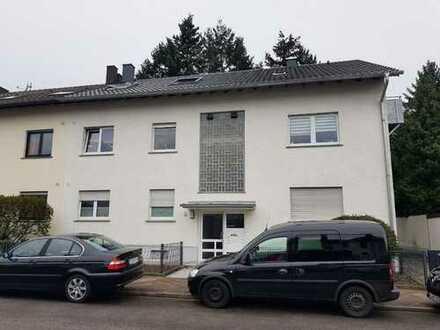 Modernisierte 2-Zimmer-Dachgeschosswohnung mit Balkon und Einbauküche in Karlsruhe