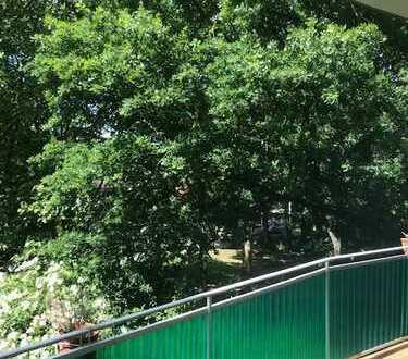 Vollständig renovierte 2-Raum-Wohnung mit Balkon und EBK in Köln-Nippes