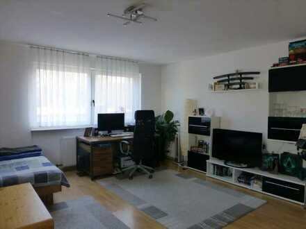 Rodgebiet - Große, moderne Single-Wohnung mit neuer Einbauküche