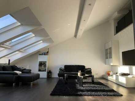 Moderne, Lichtdurchflutete 3,5-Zimmer DG-Wohnung