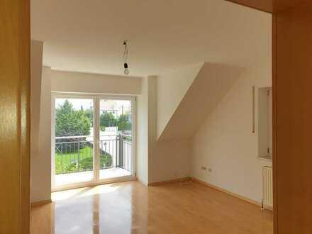 Modernisierte 3-Raum-Dachgeschosswohnung mit Balkon in Attenkirchen
