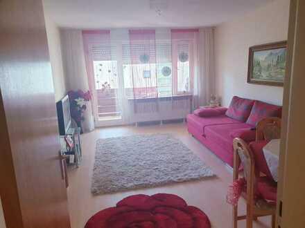 Vollständig renovierte 1-Raum-Wohnung mit Balkon und Einbauküche in Enzklösterle