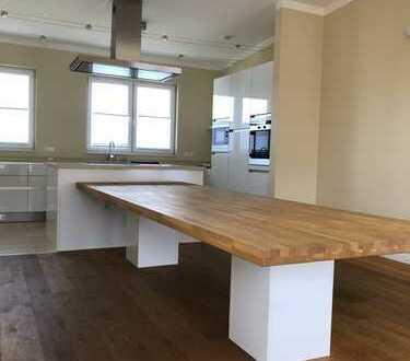 Exklusive PENTHOUSE-Wohnung m. Sauna, EBK + Domblick