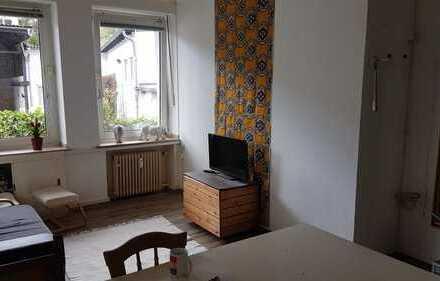 Helles Zimmer in entspannter 3er WG mit großem Wohnzimmer