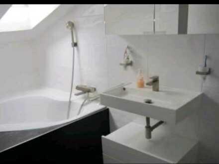 WG Mitbewohnerin gesucht! 1,5-Raum-Dachgeschosswohnung mit Einbauküche in Pforzheim