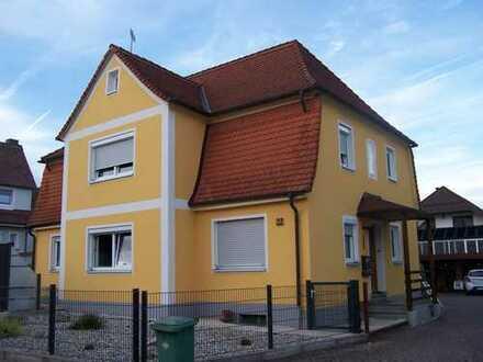 Doppelhaushälfte mit Terrasse und kleinem Garten