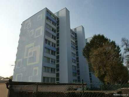 RE/MAX Karlsfeld  Modern renovierte und helle 3 Zimmerwohnung mit Garage in Seenähe zu verkaufen
