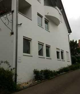 Großzügige 5 Zimmerwohnung auf 2 Etagen mit großer Terrasse inkl. 7 KfZ-Stellplätzen!