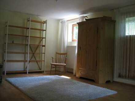 Ruhiges, großes Souterrain-Zimmer, möbliert oder unmöbl., in Doppelhaushälfte mit Garten
