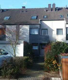 Solides Reihenhaus inklusive Einliegerwohnung in Düsseldorf-Hellerhof
