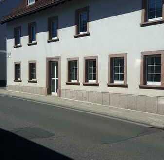Erstbezug nach Sanierung: freundliche 3-Zimmer-Wohnung mit EBK in Lohnsfeld
