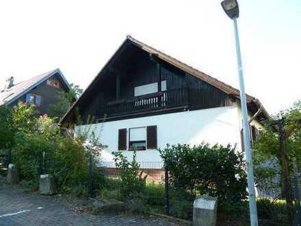 Herdecke-Kirchende-Poethen, helle 2 Zimmer-Dachgeschoßwohnung m. Balkon in grüner Lage!
