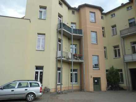 Preiswerte, geräumige und vollständig renovierte 2-Zimmer-Wohnung mit Balkon in Burg