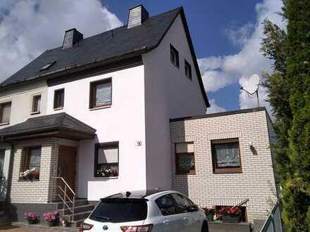 Schönes, geräumiges Haus mit acht Zimmern in Chemnitz, Bernsdorf