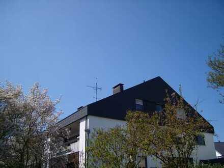 Gepflegte, schöne 4-Zimmer-Wohnung in ruhiger Lage, Balkon, Garage von privat