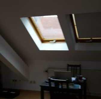 Geräumige, gepflegte 2-Zimmer-DG-Wohnung zur Miete in Karlsruhe