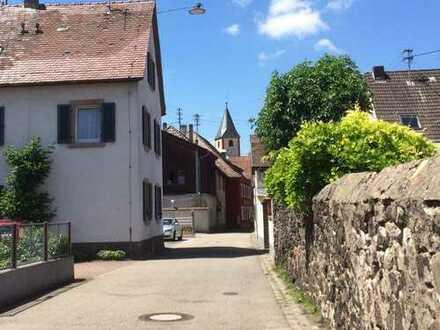 Sanierte 1,5-Zimmer-DG-Wohnung mit EBK in Sasbach am Kaiserstuhl
