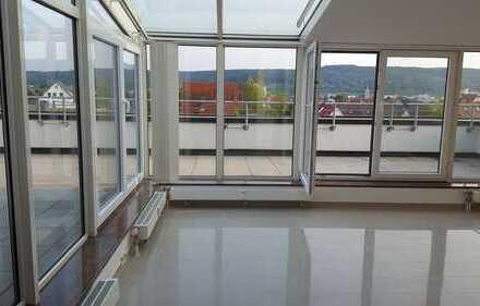 Exklusive, gepflegte 3-Zimmer-Penthouse-Wohnung mit Dachterasse/Wintergarten und EBK in Leonberg