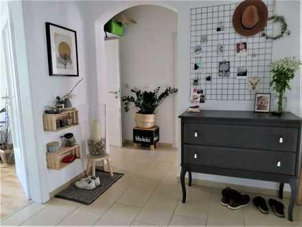Perfekt für Studierende! Wohnung für eine Dreier- WG am Brahmsplatz mit Einbauküche