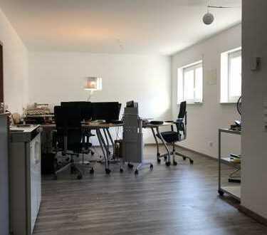 Freundliche, modernisierte 2-Zimmer-Wohnung mit gehobener Innenausstattung in Karlstein am Main