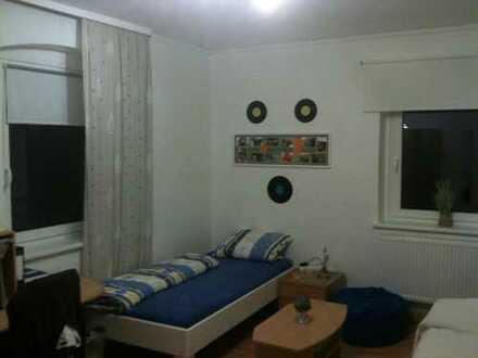 Lichtdurchflutetes Zimmer in einer 4er Studenten-WG