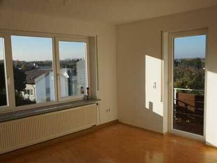 Vollständig renovierte 6-Zimmer-Wohnung mit Balkon und EBK in Bibertal-Bühl