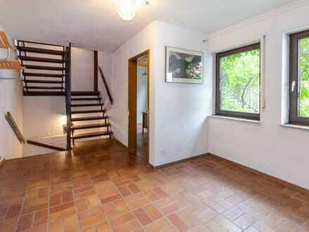 Individualistischer Wohntraum mit Einliegerwohnung und 2 Garagen in Weissach