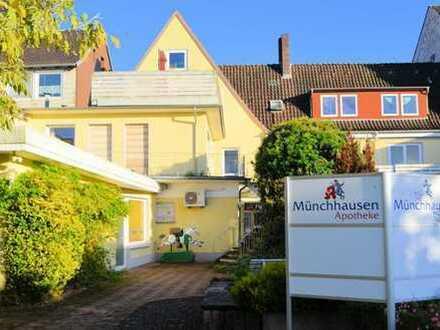 Praxisimmobilie: Apotheke + 2 Arztpraxen + 1 Dachgeschosswohnung