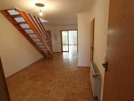 Gepflegte 5-Zimmer-Maisonette-Wohnung mit Balkon, 5. Etage ohne Aufzug!