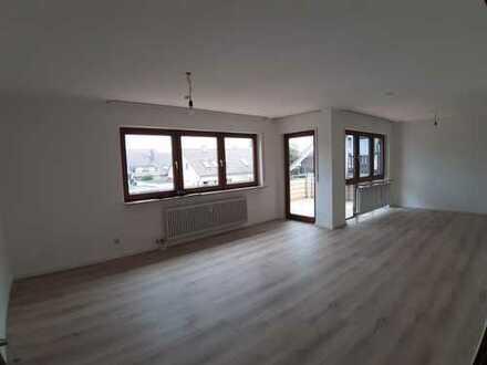 Neu renovierte 4 1/2 Zimmerwohnung mit EBK, Außenstellplatz und abschließbarer Garage