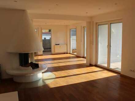5-Zimmer Maisonette Wohnung mit Pool und Sauna, Stadtnah