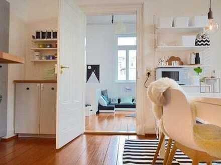 Altstadt: Wunderschöne Wohnung mit Hang zum Tal + Sehr gutem Geschmack - Pitch Pine-Böden - Altbau..
