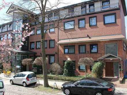 Großzügige, gepflegte und sehr sonnige 2 Zimmer Suite in ruhiger Lage von Hamburg Wandsbek