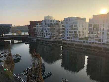 Innenstadtlage am Wasser - Neuwertige 4 Zimmer-Wohnung direkt am Westhafenbecken
