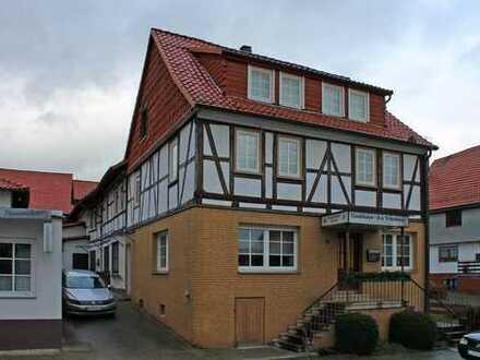 Großzügiger Resthof mit Nebengebäuden in Krebeck