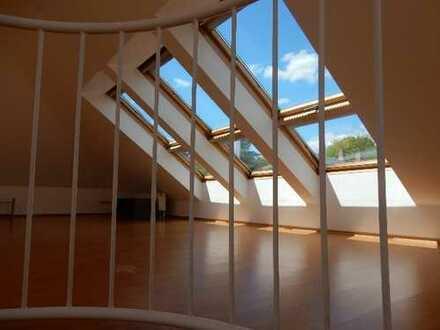 4-Zimmer-Maisonette, 144 qm Wohnfl., über 200 qm Grundfl., 2 Balkone, 2 TG-Plätze