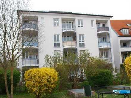 """RG Immobilien """"Wohnen am Stadtpark"""" Außergewöhnliche 2 Zimmer Galerie Wohnung mit Balkon"""