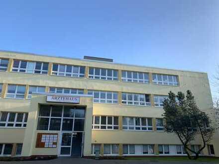 Praxisräume zwischen 50 und 400qm im neu sanierten Ärtzehaus in Grimmen zu vermieten