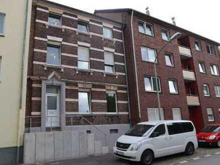 Kleine 2-Zimmer-Wohnung in charmantem, gepflegtem Altbau an solvente Singleperson zu vermieten