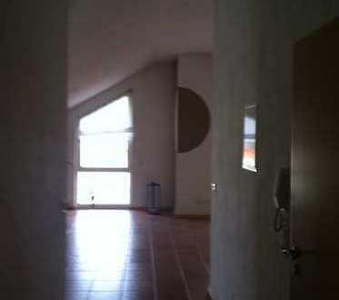 Gepflegte 3-Zimmer-DG-Wohnung mit Einbauküche in Schiffweiler/ Stennweiler