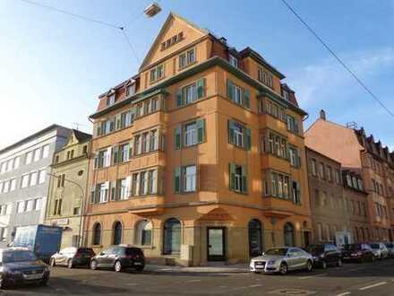 Attraktive 3-Zimmer-Wohnung mit Balkon in Altbau-Mehrparteienhaus