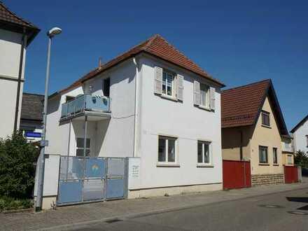 Attraktive Kapitalanlage- Vermietetes 2-Parteienhaus in zentraler Wohnlage