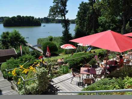 Haus am Hang über dem See, mit Terrasse und Bootssteg - derzeit als Lokal/Pension genutzt