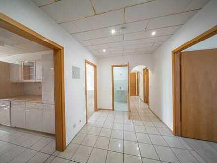 Helle, frisch renovierte 5-Zimmer Wohnung (ca.108 m²) mit Loggia / Balkon (9,64m²) und Einbauküche