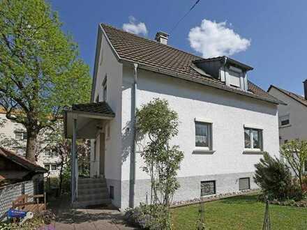 Sehr schönes Einfamilienhaus mit Garten und Garage