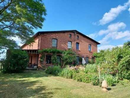 Pferdehof auf 40.000 m² Grund mit restauriertem Bauernhaus u. separatem Wohnhaus,Garagen,Nebe