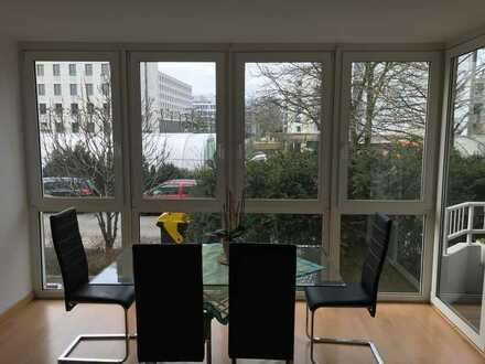 Schöne 3-Zimmer-Erdgeschosswohnung mit Balkon und Einbauküche in Düsseldorf