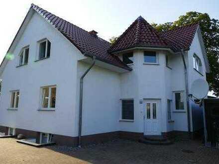Großzügig und ruhig: 3-Zimmer-Wohnung mit Doppelcarport in Wackerow